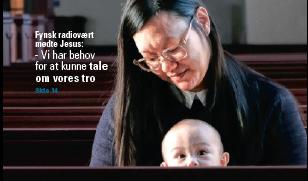 Mor og barn i kirke