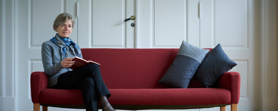 Billede af Tine Lindhardt i sofa