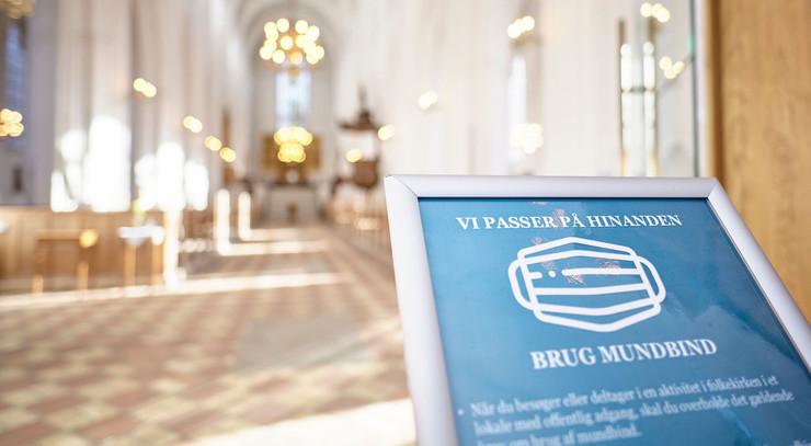 Odense Domkirke i coronaens tegn.