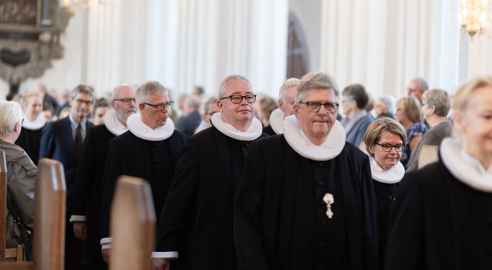 Præster i procession