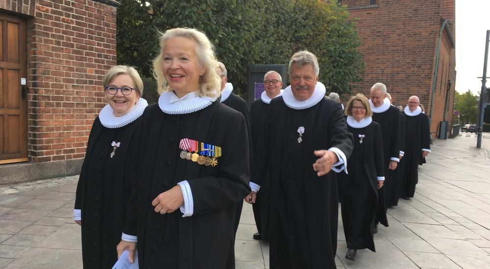 Godt humør i procession